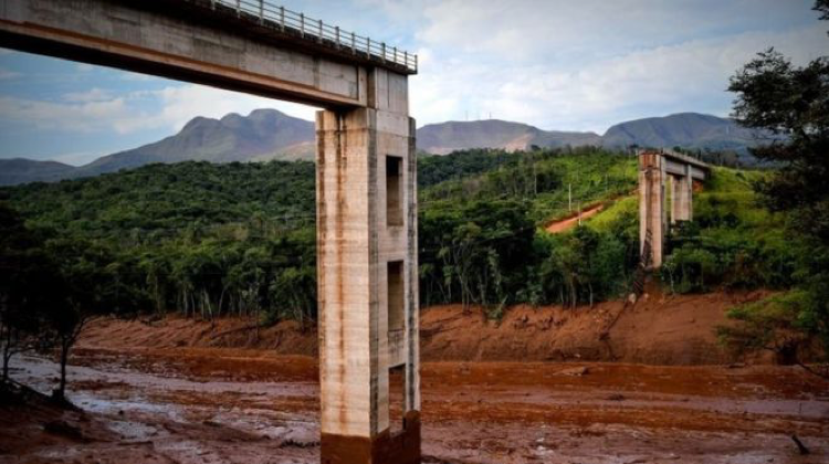 Brumadinho dam bursts